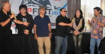 Ekki Soekarno (kiri) bersama drumer senior saat mengumumkan peneyelenggaraan IDPFest 2109