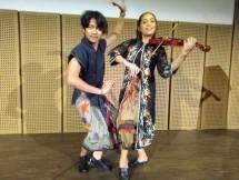 Foto Kiri ke Kanan: Kiel Dharmawel dan Mia Ismi berpose seusai meluncurkan video art single berjudul 'Tentang Kami'