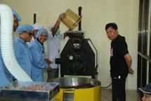Wisata edukasi pengolahan cokelat di lokasi wisata Doesoen Kakao, di Kecamatan Glenmore, Banyuwangi.