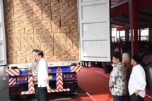 Menteri Perindustrian Airlangga Hartarto saat mendampingi Presiden Joko Widodo melepas Kontainer Ekspor ke-250.000 Mayora Group (Foto: Kemenperin)