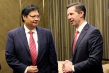 Menteri Perindustrian RI Airlangga Hartarto berbincang dengan Menteri Perdagangan, Pariwisata, dan Investasi Australia Simon Birmingham MP (Foto: Kemenperin)