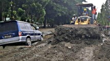 Kondisi Jalan Pasca Banjir Bandang Sentani Jayapura