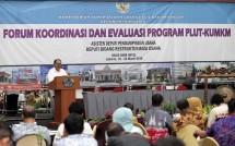 Sesmenkop dan UKM Meliadi Sembiring pada acara Forum Koordinasi dan Evaluasi Program PLUT-KUMKM di Jakarta, Senin (18/3).