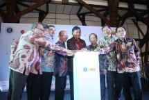 Menteri Perindustrian Airlangga Hartarto saat meresmikan Future Digital Lab di Institut Teknologi Bandung (ITB)