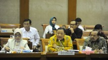 Menteri Koperasi dan UKM Puspayoga pada Rapat Kerja dengan Komisi VI DPR-RI membahas Realisasi Anggaran Kementerian Koperasi dan UKM Tahun 2016 dan Program Tahun 2017. Jakarta, (14/02/2017)