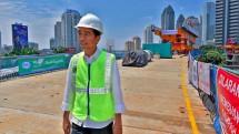 Presiden Joko Widodo memantau pengerjan Simpang Semanggi, Kamis (23/2/2017). (Agus Suparto/Pool Istana Kepresidenan)