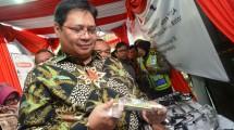 Menteri Perindustrian Airlangga Hartarto ketika mengunjungi sentra IKM logam Ngingas, Sidoarjo, Jawa Timur
