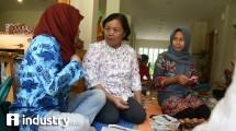Dianne Dhamayanthi saat memberikan pelatihan kerajinan tangan (Hariyanto/ INDUSTRY.co.id)