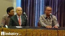 Ketua Asosiasi Pertekstilan Indonesia (API) Ade Sudrajat (Kanan) bersama Kedubes AS untuk Indonesia Joseph R. Donovan Jr. (Fadli/ INDUSTRY.co.id)