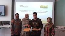 Herfini Haryono, Director & Chief Wholesale & Enterprise Officer Indosat Ooredoo Business (kedua kiri) bersama Junus Koswara, Presiden Direktur Nexmedia (kedua kanan). (Liputan6.com/Jeko Iqbal Reza)