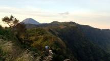 Penampakan Gunung Semeru dari Puncak B-29, Lumajang Jawa Timur (Chodijah Febriyani/Industry.co.id)