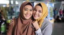 "Okie Setiana Dewi dan Dewi Sandra, Duta ""A Tile For Seville"""