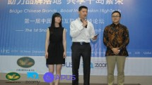 Sutedja Darmono (Kedua dari kiri) selaku CEO PT Graha Buana Cikarang dan Richard Ma (ketiga dari kiri) selaku CEO PT Zoomy Media Indonesia melakukan penjajakan kerjasama mewujudkan Kawasan Industri Cikarang layaknya Silicon Valley di Indonesia