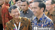 SD Darmono Founder Jababeka bersama Presiden Jokowi dalam acara pweresmian Kawasan Industri Kendal Jawa Tengah - foto / Industry.co.id