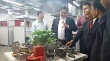 Menteri perindustrian Airlangga Hartarto Mengunjungi fasilitas Tsinghua i-Center di Tsinghua University