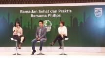 """Pakar nutrisi, Rita Ramayulis (kanan) saat berbicara pada talkshow """"Ramadan Sehat dan Praktis Bersama Philips"""", Senin (15/5/2017). (Foto: IST)"""