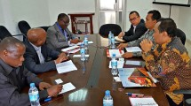 Delegasi PT INKA bertemu dengan Kementerian Pekerjaan Umum, Transportasi dan Komunikasi serta Tanzanian Railways Limited di Dar es Salaam.(dok. INKA)