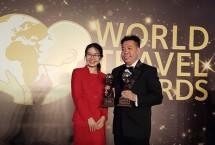 General Manager Fraser Place Setiabudi, Jakartas Charlie Feng saat menerima penghargaan. (Foto Ist)