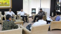 Menteri Perindustrian Airlangga Hartarto didampingi Direktur Jenderal Ketahanan dan Pengembangan Akses Industri Internasional Harjanto mendengarkan pemaparan dari Kepala Perwakilan UNIDO