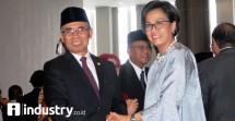 Ketua DK OJK Wimboh Santosa dan Menkeu SriMulyani (Foto Rizki Meirino)