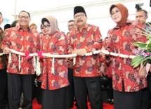 Menteri Koperasi dan UKM AAGN Puspayoga dalam sebuah kegiatan Harkopnasdi Tulungagung (Foto Fadli)