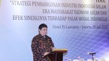 Menteri Perindustrian Airlangga Hartarto memberikan pemaparan pada acara Pembukaan Musyawarah Anggota Asosiasi Emiten Indonesia (AEI) 2017