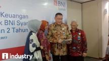 Direktur Utama BNI Syariah, Abdullah Firman Wibowo - tengah - (Hariyanto/ INDUSTRY.co.id)
