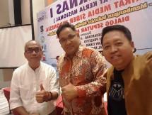 Ketua SMSI Teguh Santosa diapit Agi Sugiyanto CEO Berita Enam Media dan Budi Purnomo CEO Hallo Media (Foto Ist)