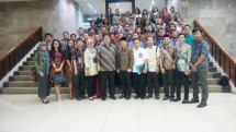 Menteri Perindustrian, Airlangga Hartarto berfoto bersama Kader Bangsa Fellowship di Kantor Kementerian Perindustrian