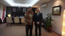 Menteri Perindustrian, Airlangga Hartarto bersama CEO Blackberry Canada, John Chen