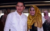 Annisa Hasibuan bersama Andhika, suaminya, sebagai pemilik First Travel saat mendatangai Kantor Kementerian Agama RI