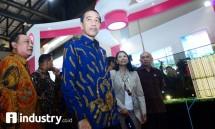 Presiden Jokowi ditemani Meneg BUMN Rini Sumarno dan Dirut Bank BTN Maryono di acara IPEX 2017 (dok Industry.co.id)