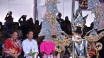 Presiden Jokowi dan Menpar Arief Yahya saksikan Jember Fashion Carnaval (Minggu 13/8/2017 (Foto Tribunnews)