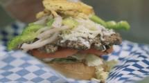 Burger Unta di Restoran Safari Express di Midtown Global Market, Minneapolis, Somalia (Foto:CNN)
