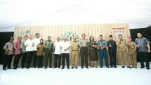 Jajaran management PT Refined Bangka Tin (RBT) bersama dengan perwakilan Kementrian LHK dan jajaran pemerintah pusat Bangka Belitung dalam peresmian Program Reklamasi Berkelanjutan Green For Good PT Refined Bangka Tin (RBT)