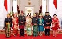 Presiden Jokowi bersama Ibu Iriana, Wapres JK dan Ibu, SBY dan Ibu, Megawati Soekarnoputri dan BJ Habibie (Foto RumPres)