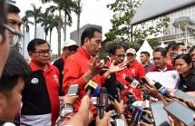 Presiden Jokowi usai Penyerahan Sertifikat Hak Atas Tanah Program Strategi Nasional Se-Jabodetabek, di lapangan Park and Ride, Minggu (20/8). (Foto: Humas/Jay)