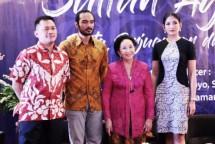 """Hanung Bramantyo, Ario Bayu, Mooryati Soedibyo dan Anindya Putri bersiap untuk film """"Sultan Agung"""""""