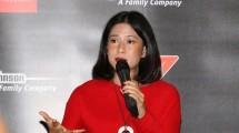 """Dian Sastrowardoyo diangkat menjadi """"Ibu Tangguh""""oleh SC Johnson"""