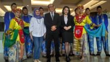 Jajaran Manajemen Hotel Santika Premiere Slipi Jakarta turut meramaikan acara Selayang Pandang Nusantara