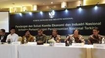 Ketua Komite Ekonomi Industri Nasional, Soetrisno Bachir (kedua dari kiri) pada sebuah diskusi grup terfokus. (Foto: Arah.com/ Harry Muthahhary)