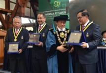 Menteri PUPR Basuki Hadimuljono, Menpar Arief Yahya dan Seskab Pramono Anung Wibowo menerima penghargaan Ganesa Prajamanggala Bakti Adiutama dari ITB (Foto ist)