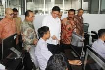 Menperin Airlangga Hartarto: industri TPT berikan kontribusi signifikan bagi perekonomian nasional. (Foto Humas)