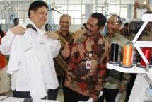 Menperin Airlangga Hartarto kunjungan ke pabrik TPT di Solo (Foto Humas)