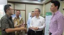 Suteja Sidarta Darmono, Presiden Direktur Graha Buana Cikarang saat berbincag dengan para Investor cina