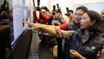 Menteri BUMN RI Rini M. Soemarno- Dirut PT Telkom Indonesia Tbk saat meninjau progres recovery layanan Satelit Telkom 1 di Telkom Integrated Operation Center Jakarta (31/8/2017) (Foto Anto).
