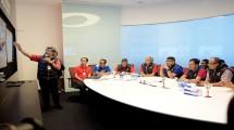 Ketua YLKI Tulus Abadi (paling kanan) bersama Direktur Network & IT Solution Zulhelfi Abidin (keempat dari kanan) dan Direktur Consumer Service Telkom Mas'ud Khamid (kedua dari kanan)