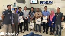 Jajaran Manajemen Epson Indonesia bersama para pelanggan di Epson Service Center (ESS) Serpong