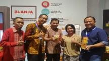 Direktur Wholesale & Internasional Service Telkom Abdus Somad Arief (kedua dari kanan) bersama Staf Khusus Kementerian BUMN bidang Rumah Kreatif BUMN (RKB) Asmawi Syam (tengah).