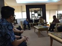 Menteri Perindustrian, Airlangga Hartarto saat menerima kunjungan Ketua Yayasan Pancaran Tridharma, Ronny Hermawan bersama Ketua Yayasan Mitra Industri Mandiri, Darwoto